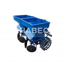 Картофелесажалка двухрядная к минитрактору с бункером для внесения минеральных удобрений